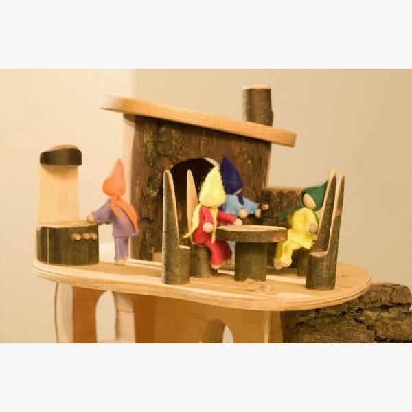 Elk huis een poppenhuis duurzaam houten speelgoed for Poppenhuis voor peuters
