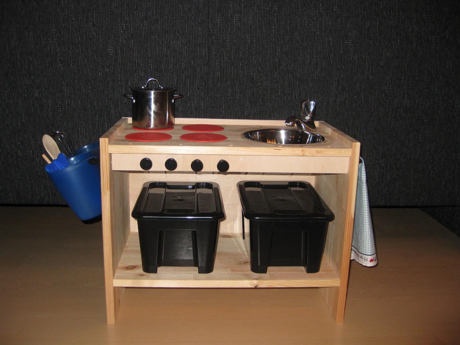Houten Speelgoed Keuken : Diy keukentje voor zon u20ac30 duurzaam houten speelgoed