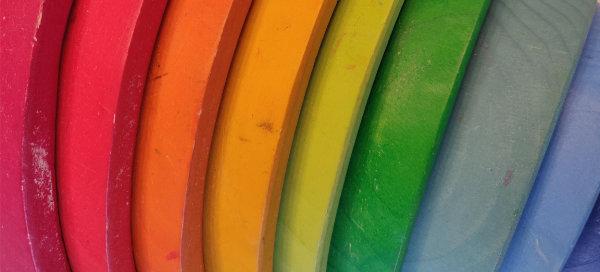 Regenboog met vuile plekken