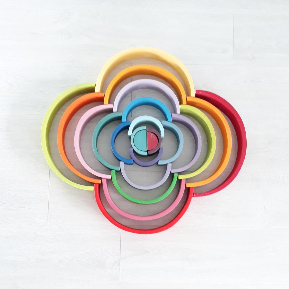 Houten regenboog voorbeeld bloem
