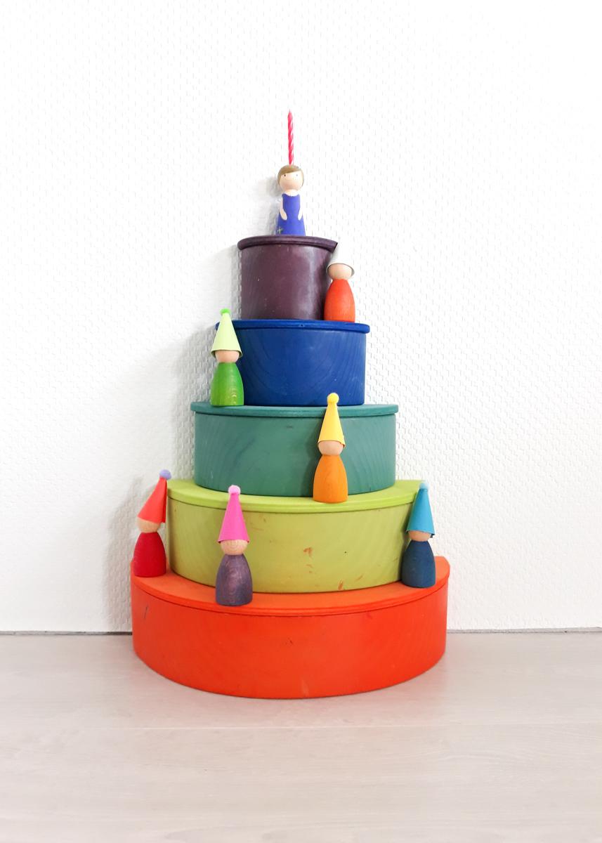 Houten regenboog voorbeeld verjaardagstaart