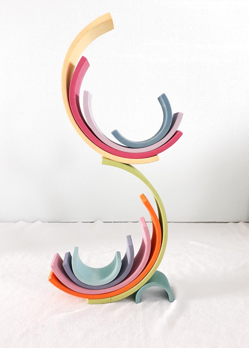 houten regenboog voorbeeld in balans