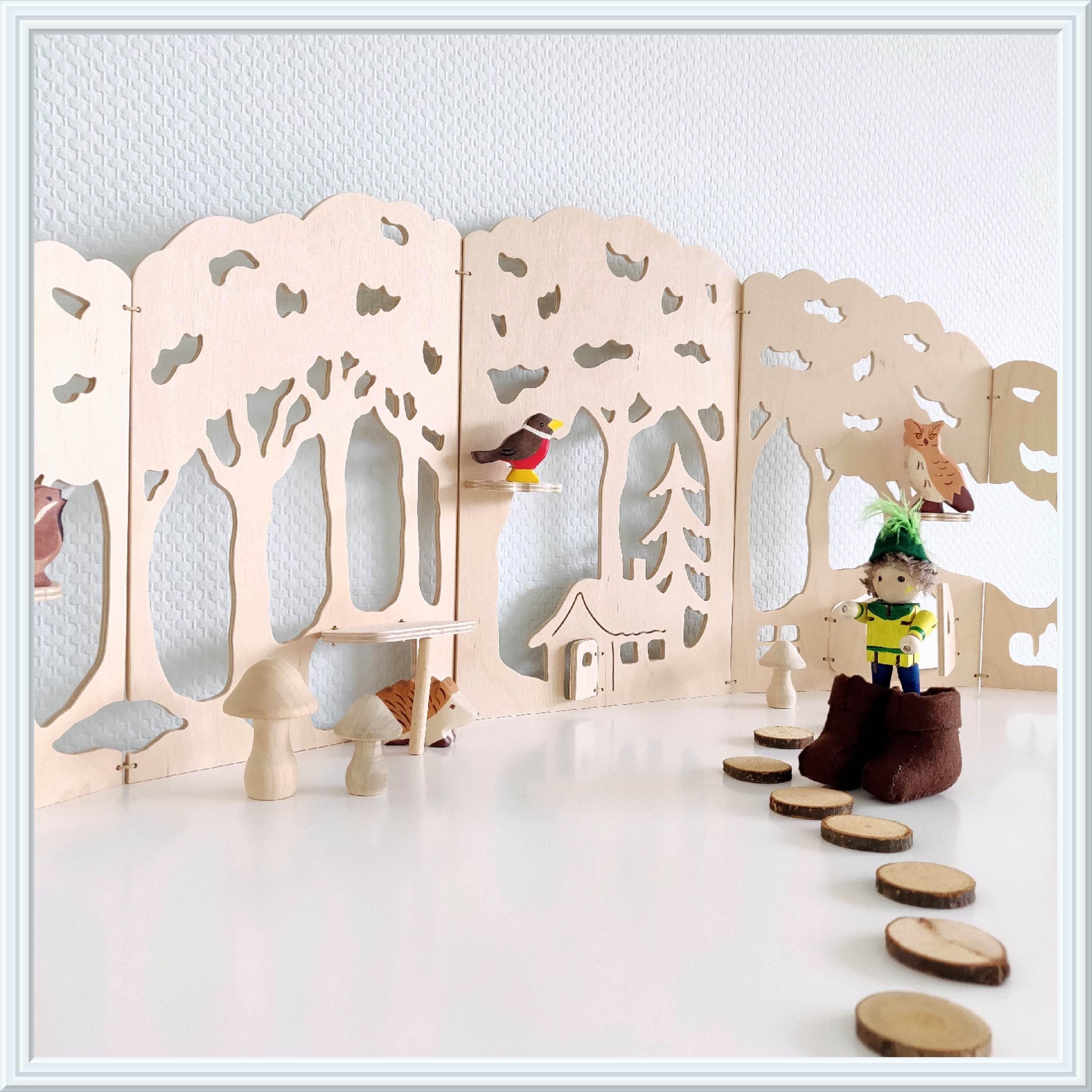 klein duimpje met houten speelgoed / tom thumb