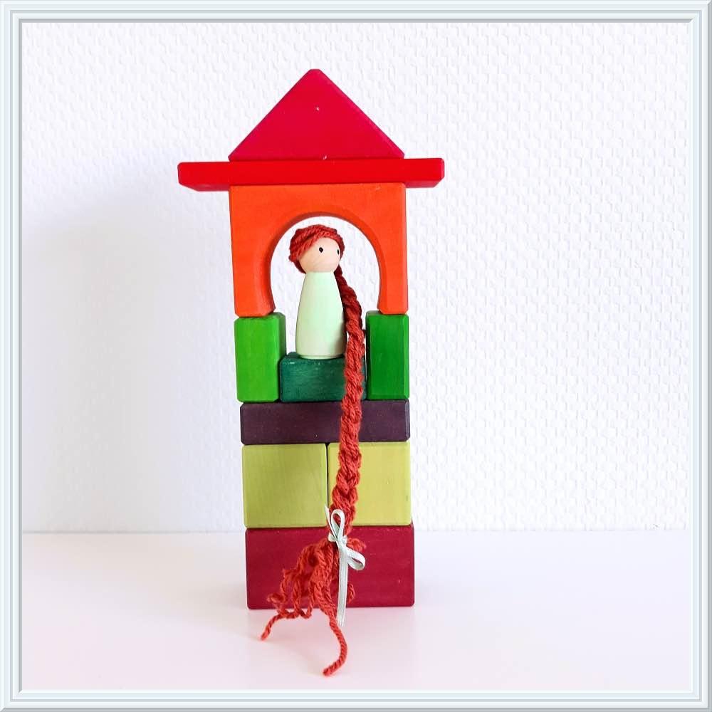 sprookjes met houten speelgoed rapunzel